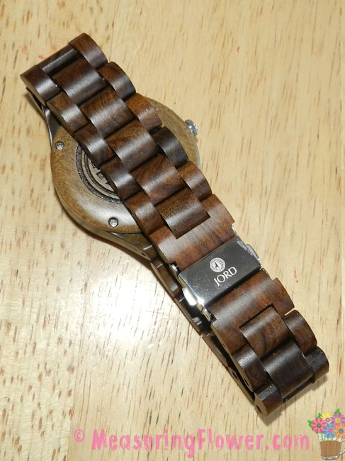 Here's the back of the watch with a clear view of the lovely wooden wrist band.